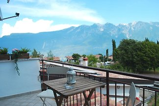 Beautiful 2 bedroom apartment with balcony and within walking distance of the historic center in Prabione.