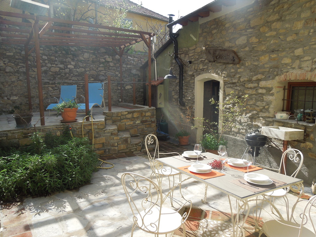 Ein Fene R A Ferienhaus In Dolcedo Mieten