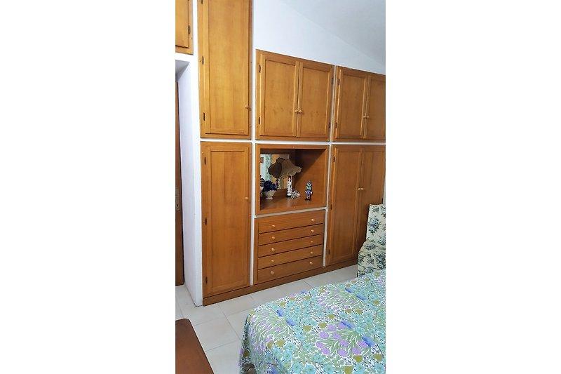 Porto frailis su stampu birde ferienhaus in arbatax mieten - Einbauschranke schlafzimmer ...
