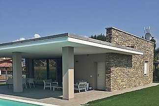 New modern villa with pool for high standards, perfectly equipped, for 4 - 8 people, single storey.