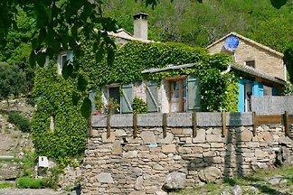 Mooi stenen huis op berghelling