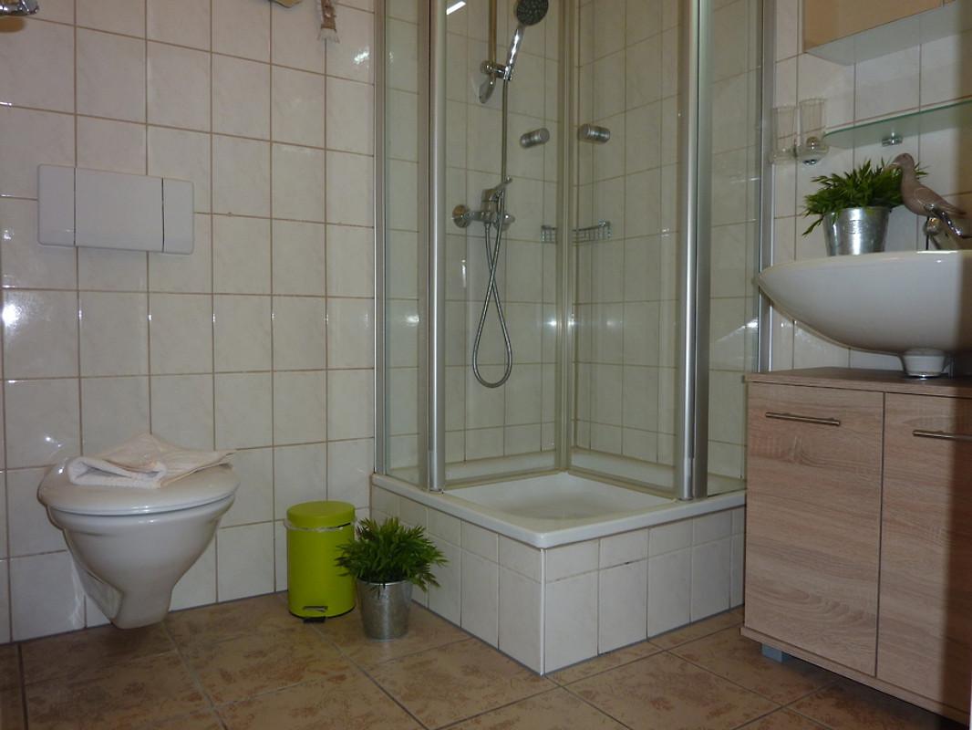 aparthotel ostsee in binz 1 reihe ferienwohnung in binz mieten. Black Bedroom Furniture Sets. Home Design Ideas