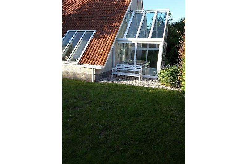 Das Haus mit sonnige Wintergarten mit offenen  Türen