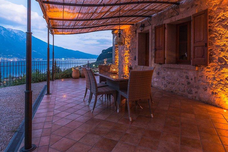 Terrasse mit Blick auf den See
