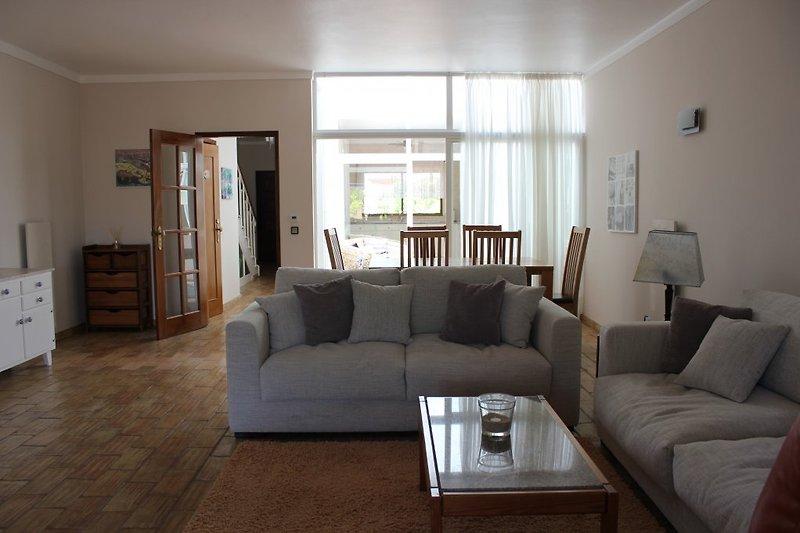Wohnzimmer, Blick Richtung Küche...