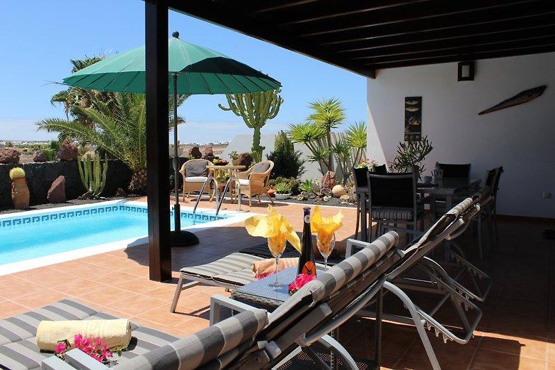 Bequeme Liegen sowie hochwertige Terrassenmöbel