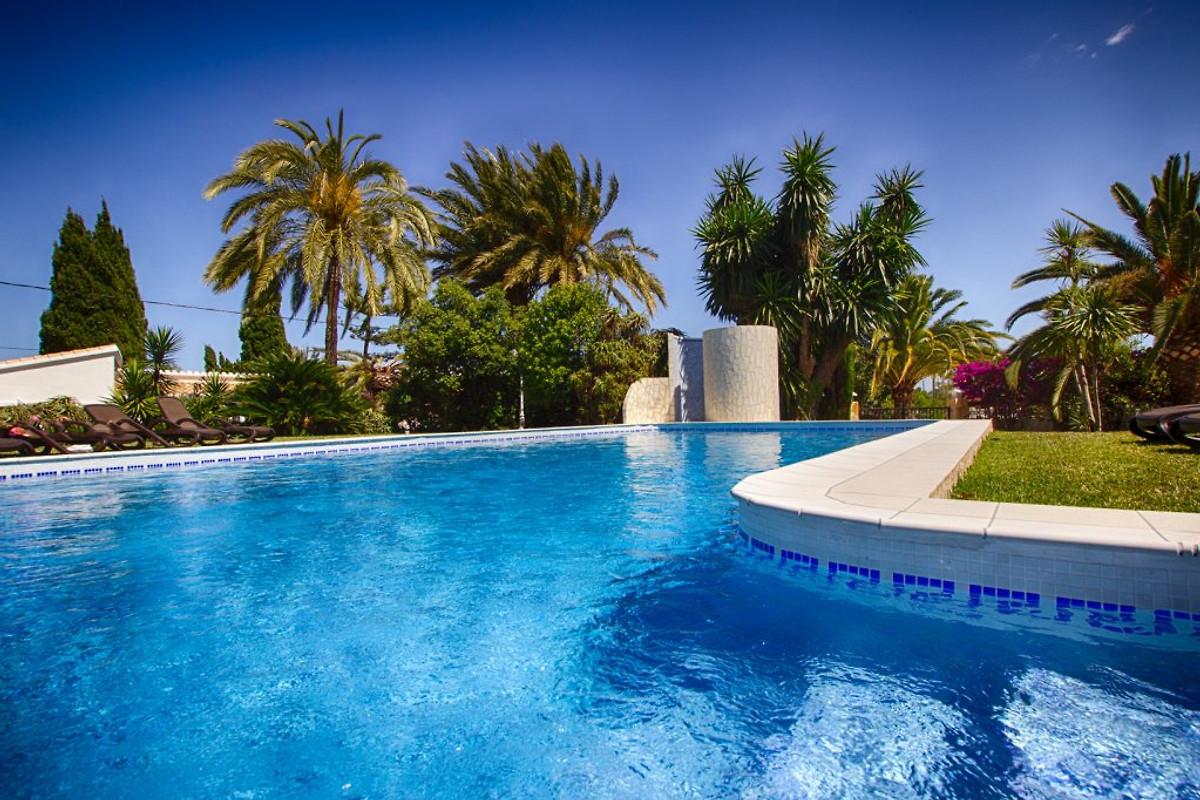 luxus villa ralf mit tennisplatz ferienhaus in denia mieten. Black Bedroom Furniture Sets. Home Design Ideas
