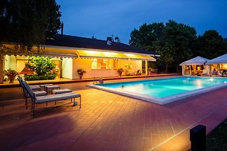 Villa Arezzo with pool in secluded location