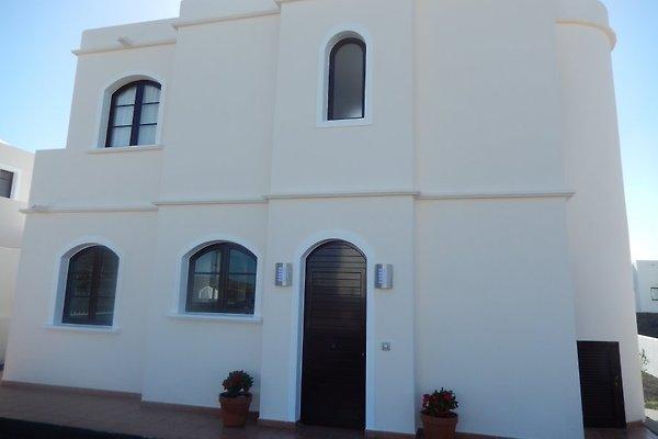 Casa con vista al mar en Playa Blanca - imágen 1