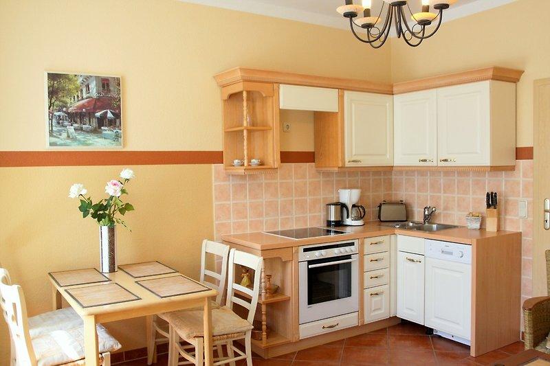 Küche mit Essplatz im Wohnzimmer