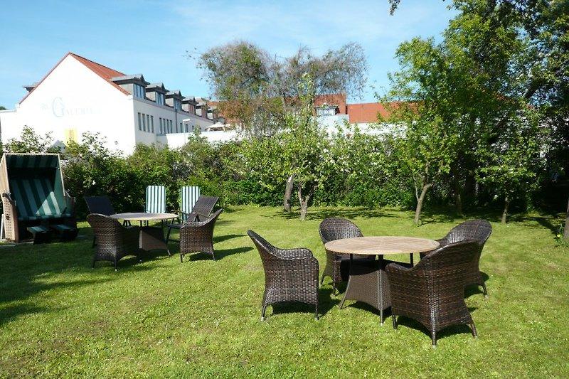 Garten am Haus mit Sitzgruppen