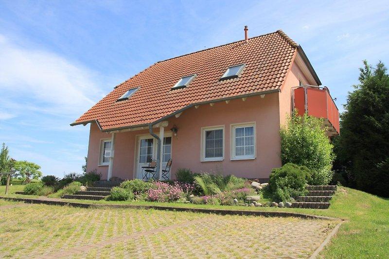 Haus ALENA von der Straße