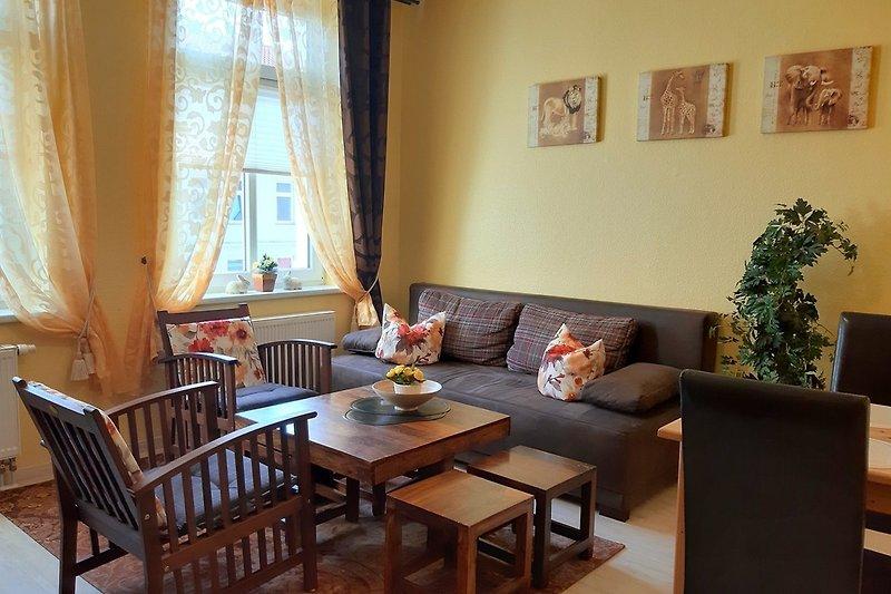 Wohnzimmer mit Sofagruppe