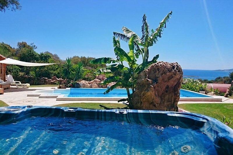 Whirlpool Pool und Meerblick