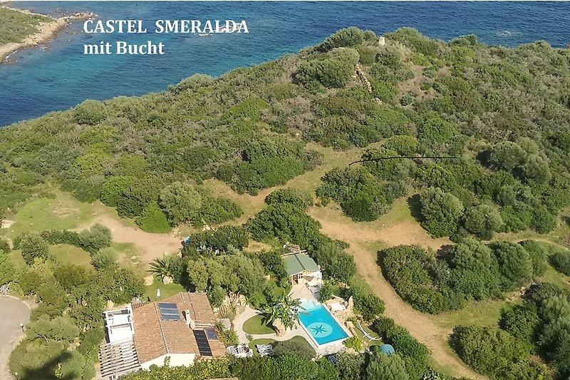 Castel Smeralda und Bucht