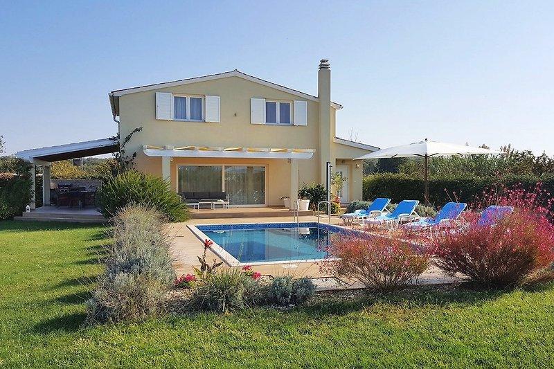 Villa Nelli mit Pool