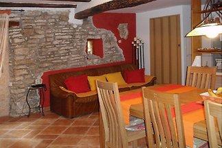 Istrisches Steinhaus inmitten der Altstadt von Bale mit 2 Schlafzimmern für bis zu 5 Personen.