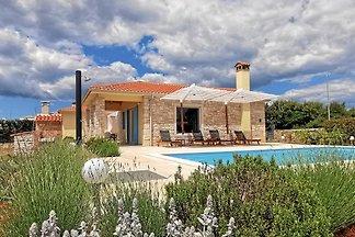 Villa mit Pool für 6 Personen im mittelalterlichen Städtchen Bale bei Rovinj