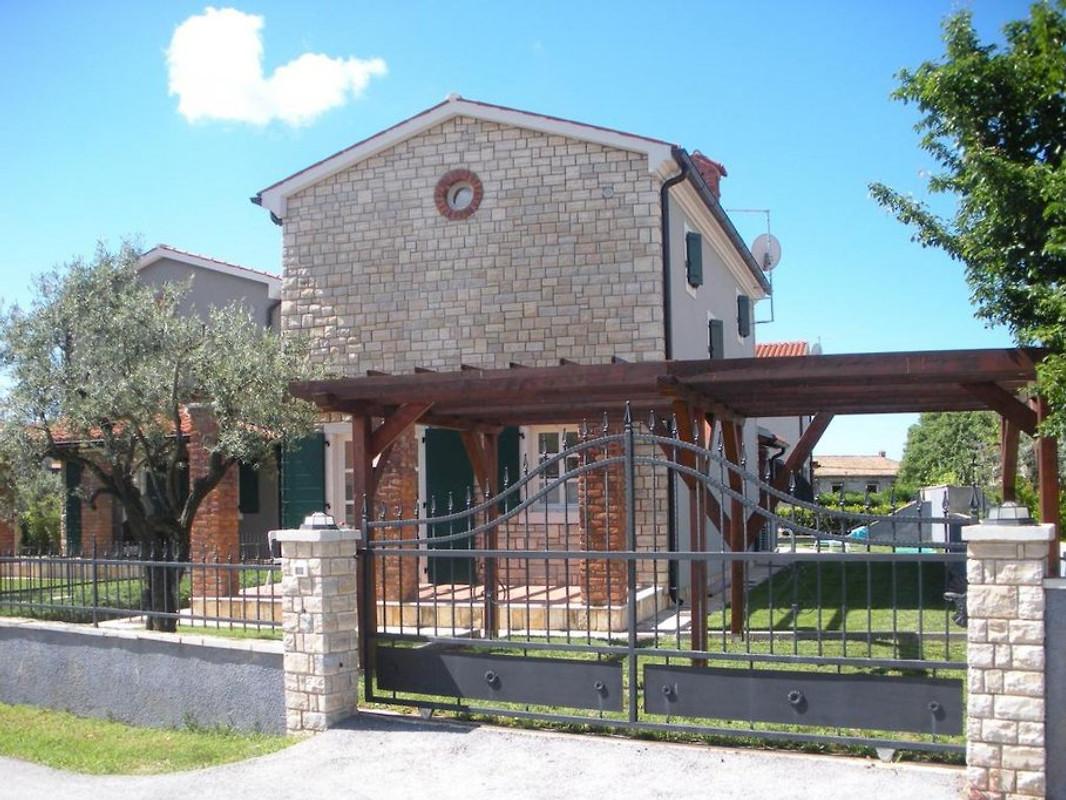 Casa anelia casa vacanze in parenzo affittare for Casa con 2 camere da letto con seminterrato finito in affitto