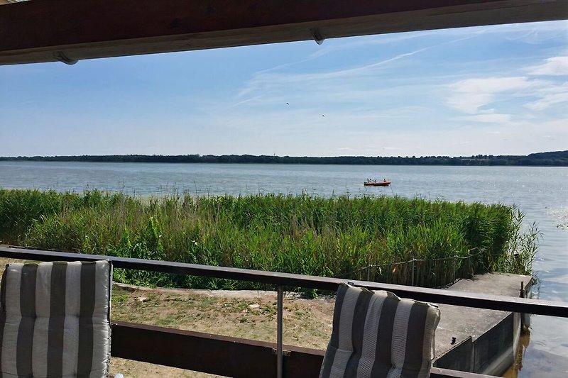 Einzigartiger Blick von der Terasse über den See