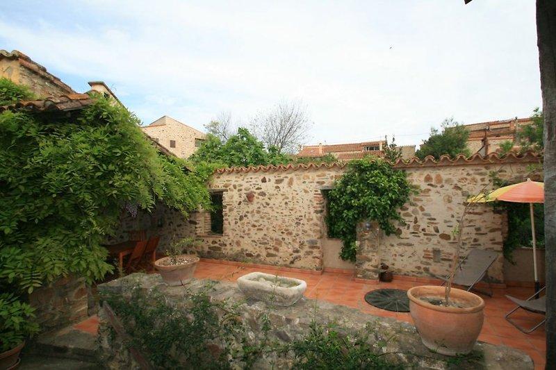 Die Terrasse, zum Teil überdacht