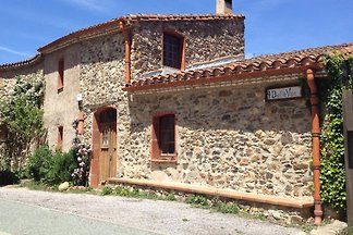 Stone house overlooking the sea. In a picturesque village between the Pyrenees and the Mediterranean. A paradise for nature and culture lovers with or without children.