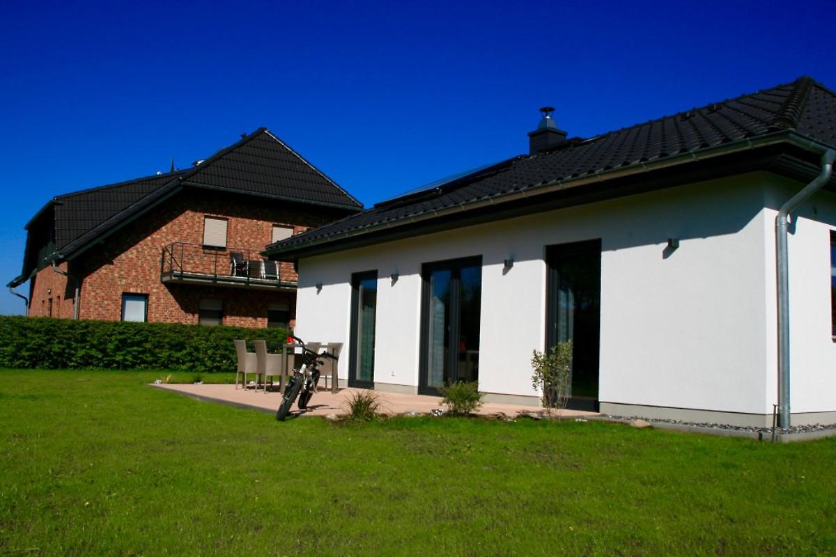 haus nordwind dranske ferienhaus in lancken mieten. Black Bedroom Furniture Sets. Home Design Ideas