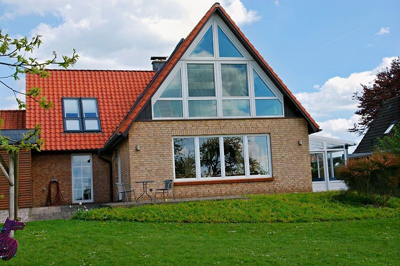 Blick auf das Ferienhaus von der Gartenseite