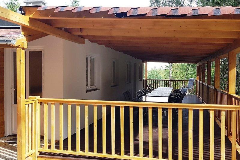 Terrasse 15x4 m neben dem Gemeinschaftsraum