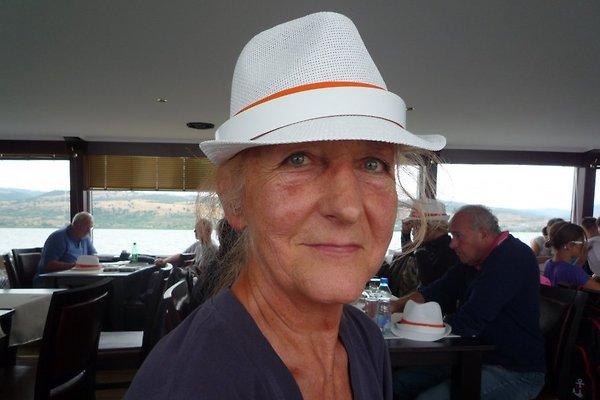 Mrs. O. Götz