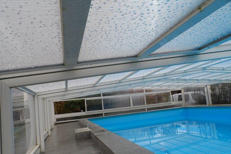überdachter Pool