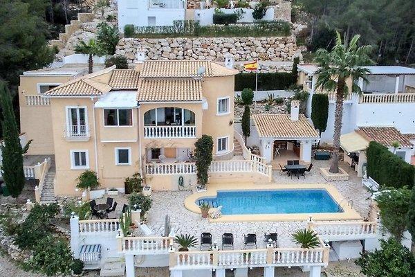 Villa mit 2 Wohnungen bis 8 Personen in Pedreguer