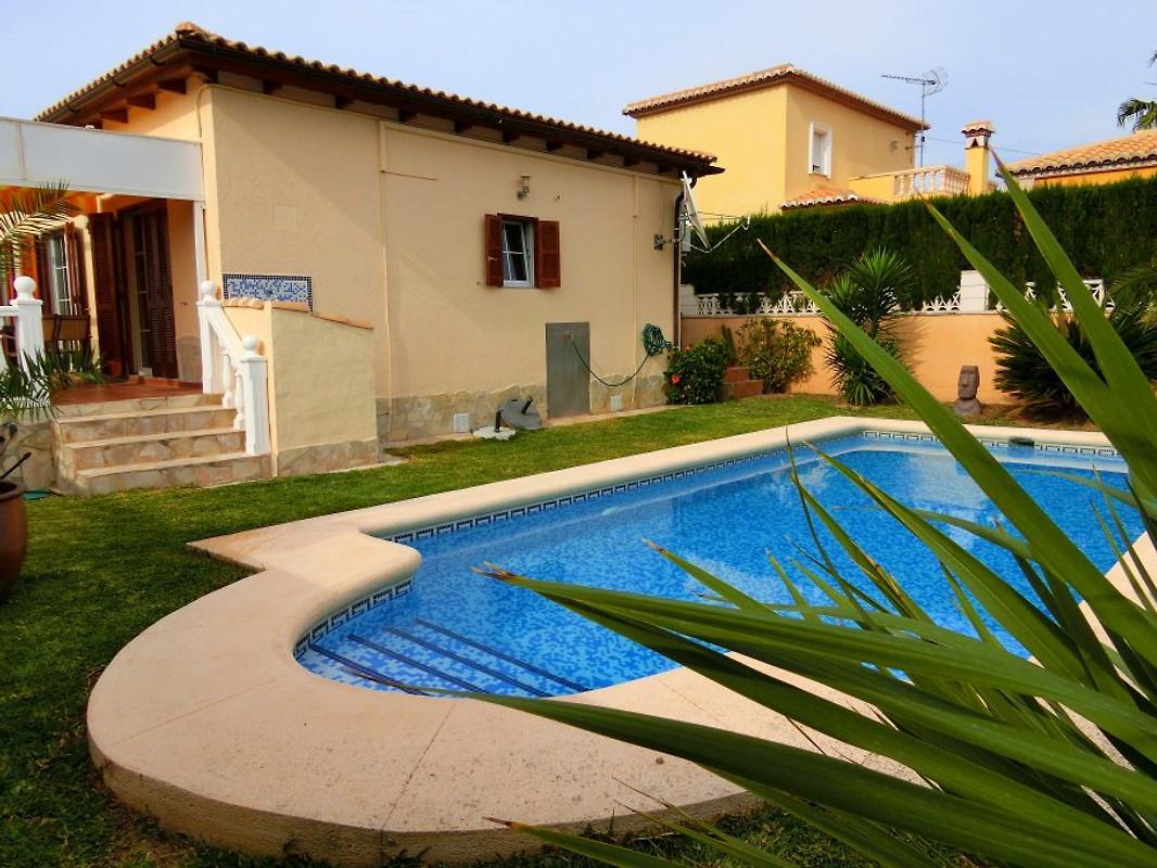 Maison moderne avec piscine privée - Maison de vacances à Els ...