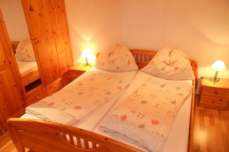 Doppelbett im Dreibettraum