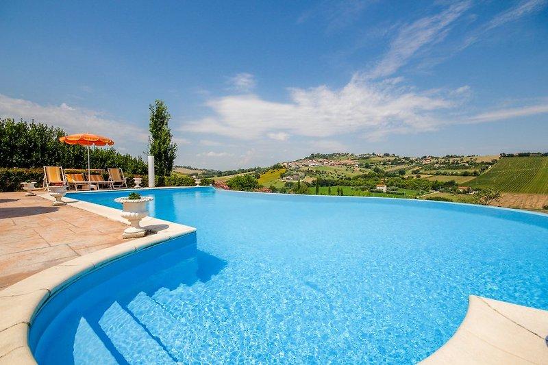 Villa Design in Loreto - Bild 2