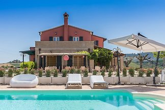 Villa with pool and wellness area with heated indoor pool in the hills of Ripatransone, just 20 minutes from the Adriatic coast.