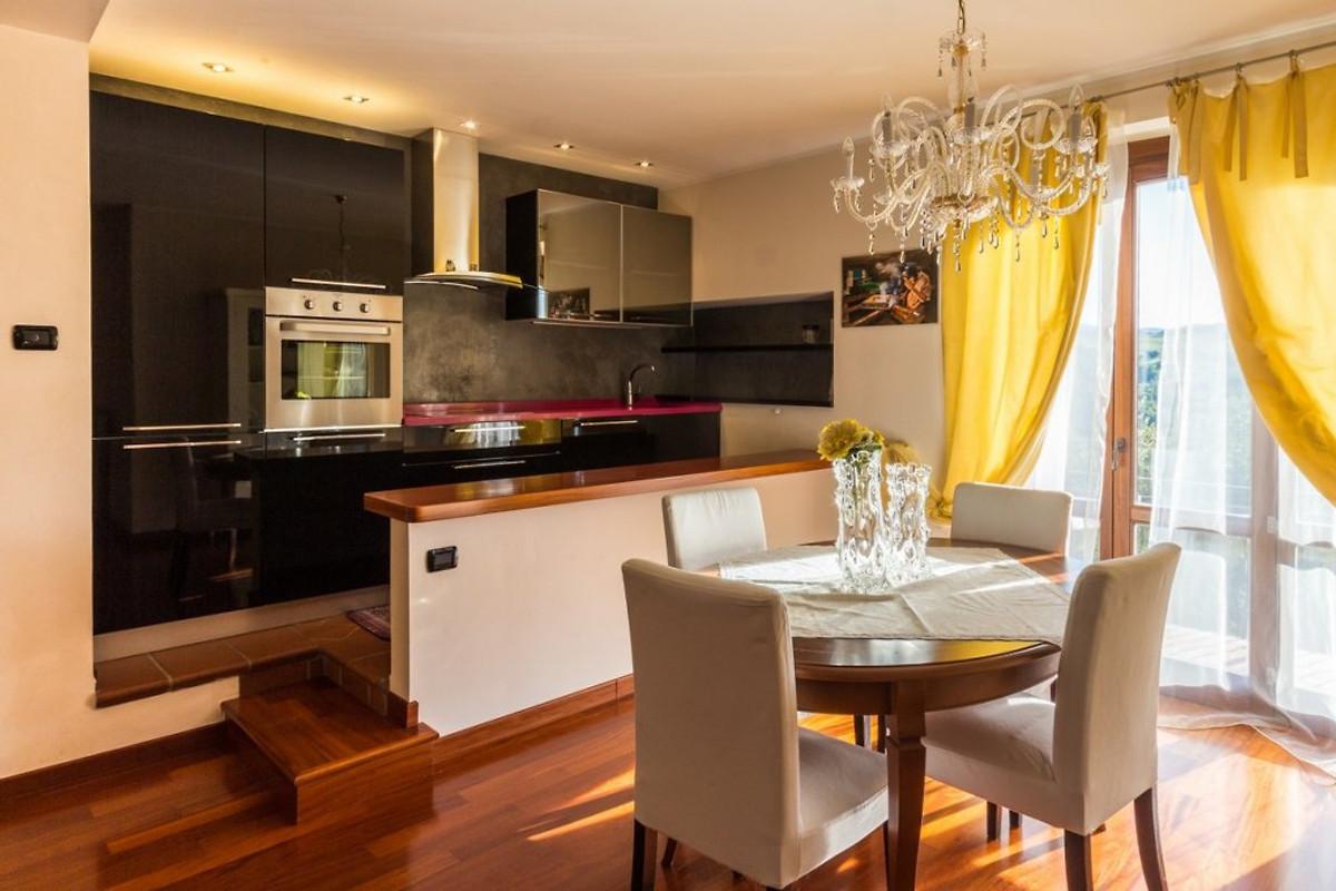 Villa luca holiday home in san marino for The family room san marino