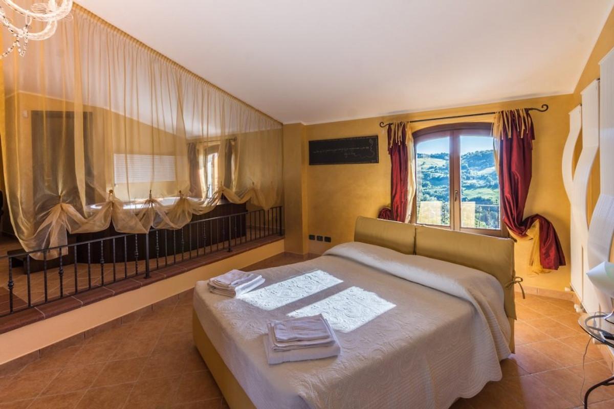 Villa luca casa vacanze in san marino affittare for Camera matrimoniale e piani bagno