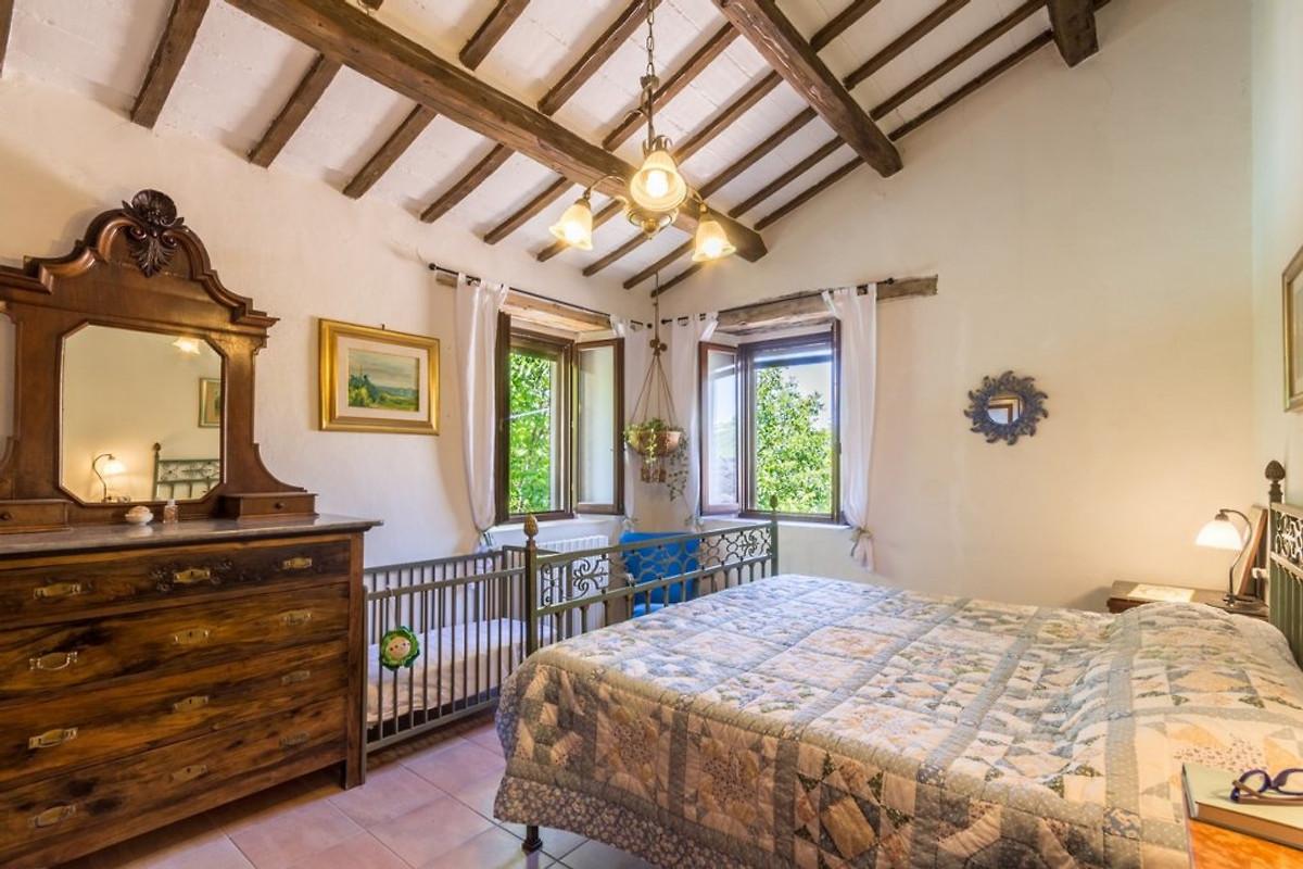 Villa dipinti casa vacanze in cupramontana affittare for Casa 2 camere da letto piani in stile indiano