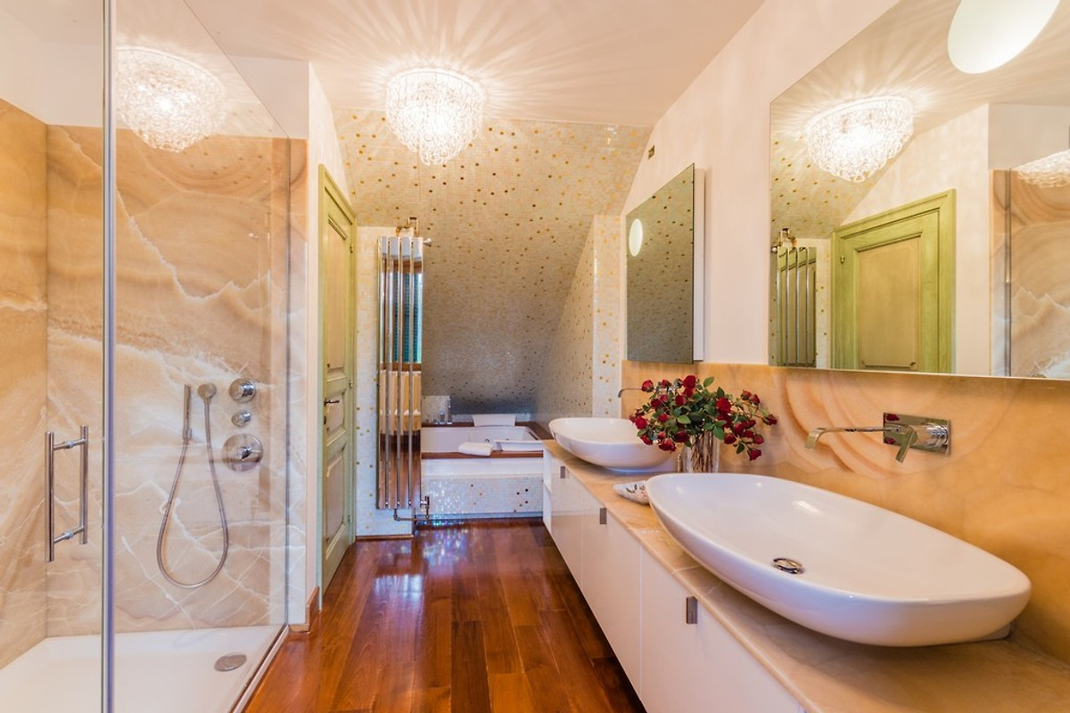 Villa sandra vakantiehuis in mondavio huren for Luxus shower doors