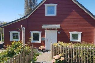 Umfangreich renoviertes und stilvoll neu eingerichtetes Ferienhaus im Schwedenstil in der Hohwachter Bucht, Sehlendorfer Strands. Das Haus bietet Platz für 4 Personen.
