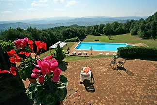 Hilltop Tuscan Villa located between Siena and Pisa, stunning views, geogeous pool and garden, sleeps 12