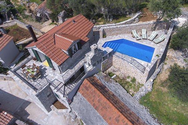 New traditionelles haus mit pool ferienhaus in vinisce for Traditionelles haus