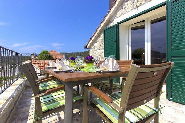 new traditionelles haus mit pool ferienhaus in vinisce mieten. Black Bedroom Furniture Sets. Home Design Ideas