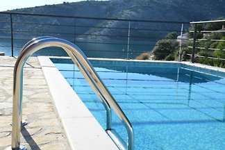 Luxus-Villa mit Pool, 20 m zum Meer