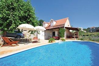 Rustical Haus mit Pool