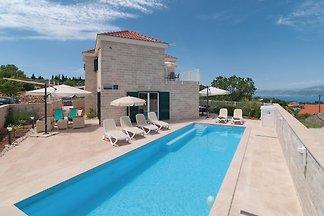 Neues Haus mit Pool und toller Aussicht