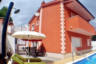 New house with pool, Okrug Gornji