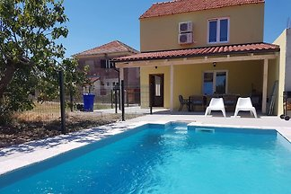 Acogedora casa con piscina, isla Murter
