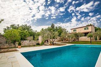 Neues Steinhaus mit Pool